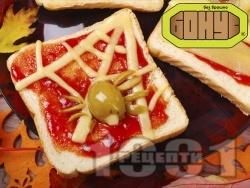 Страшен сандвич за Хелоуин с кашкавал - снимка на рецептата